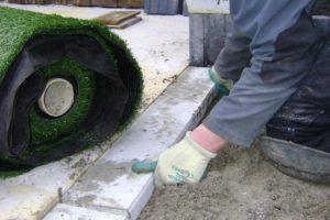 Ook kunstgras kunt u aan laten leggen door tuin zonder zorgen uit Zoetermeer